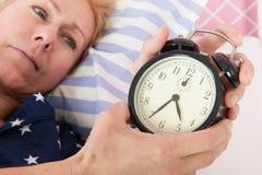 Reife Frau mit Schlaflosigkeit Stockbilder