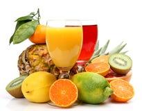 Reife Frucht und Saft Stockbilder