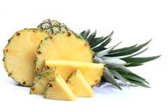 Reife ganze Ananas Stockfoto