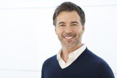 Reife Geschäftsmann-Smiling At The-Kamera Lokalisiert auf Weiß Lizenzfreies Stockbild