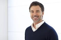 Reife Geschäftsmann-Smiling At The-Kamera Lokalisiert auf Weiß Stockfotos