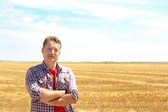 Reife Landwirtstellung stockfotos