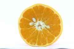 Reife Mandarinen-Zitrusfrucht lokalisierte Tangerine-Mandarine auf weißem Hintergrund stockfotos