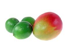 Reife Mangofrucht und Kalke Lizenzfreies Stockfoto