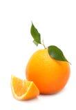 Reife Orange mit einer Scheibe Stockfotos