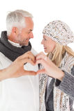 Reife Paare, die Herz mit den Händen bilden Stockfotografie