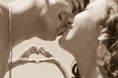 Reife Paare mit Liebeszeichen Stockfoto