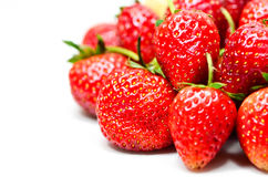 Reife rote Erdbeeren auf weißem Hintergrund Lizenzfreies Stockbild