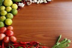 Reife rote Pfeffer, Zitrone und reife rote Tomaten Stockbild