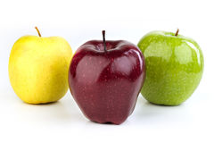 Reife rote und gelbe Äpfel auf weißem Hintergrund Lizenzfreie Stockfotos