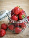 Reife saftige Erdbeere Lizenzfreie Stockfotos