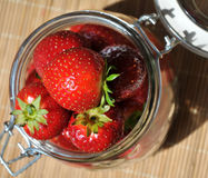 Reife saftige Erdbeere Lizenzfreies Stockfoto