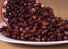 Reife Samen der Granatapfelfrucht Stockbild