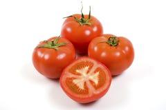 Reife Tomaten auf Weiß mit Ausschnitts-Pfad Lizenzfreies Stockfoto