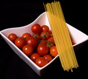 Reife Tomaten und Teigwaren Stockfoto