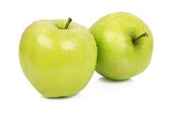 Reife zwei Äpfel mit Stämmen Stockfoto