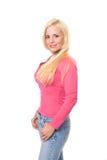 Reifen Sie blonde Frau im rosafarbenen Hemd und in der Blue Jeans Stockfotografie