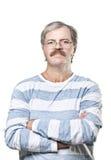 Reifen Sie kaukasischen Mann in den Gläsern, die auf Weiß getrennt werden Stockfoto