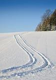 Reifen-Spur im Schnee Stockfoto