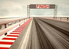 Reifenantrieb auf Rennenkreisläuf-Ziellinie Lizenzfreie Stockfotos