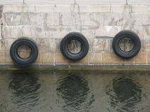 Reifenbootsstoßdämpfer Stockbilder