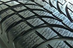 Reifenprofilblöcke und Nuten des neuen Fahrzeugs ermüden Makroschuß Lizenzfreies Stockbild