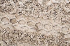 Reifenspur auf einem Schotterweg Stockfoto