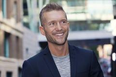 Reifer Geschäftsmann Smiling Away Lizenzfreie Stockfotos