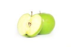 Reifer grüner Apfel und Scheibe Stockfotografie