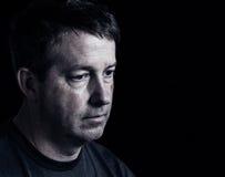 Reifer Mann, der negative Gefühle ausdrückt Lizenzfreies Stockbild