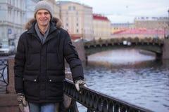Reifer Mann n St Petersburg, Russland im Winter Lizenzfreies Stockbild