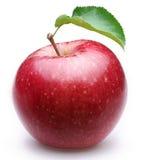 Reifer roter Apfel mit einem Blatt. Stockbild