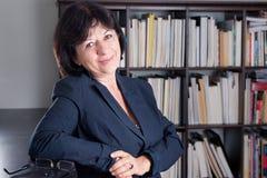 Reifes Geschäftsfraulächeln Lizenzfreies Stockfoto