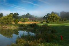 Reigate小山高尔夫球俱乐部和golfcourse 免版税库存照片