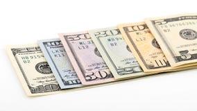 Reihe amerikanisches Geld 5,10, 20, 50, neuer 100 Dollarschein lokalisiert auf weißem Hintergrundbeschneidungspfad Stapel US-Bank Lizenzfreie Stockfotografie