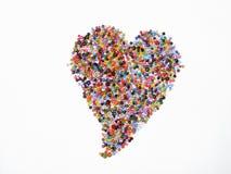Reihe bunte Perlenbilder benutzt, um Armbänder und selbst gemachte Armbänder herzustellen Stockfotos