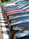 Reihe der Autos Stockbild