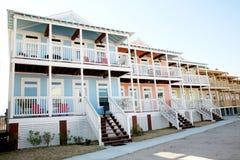 Reihe der bunten Strand-Häuser Lizenzfreie Stockfotografie
