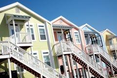 Reihe der bunten Strand-Häuser Lizenzfreies Stockbild