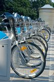 Reihe der Fahrräder, öffentlichen Transportmittel in Luxemburg Stockbild