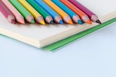 Reihe der Farbenbleistifte Stockbild