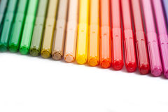 Reihe der farbigen Filzstifte Stockfotografie