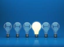 Reihe der Glühlampe 3D auf blauem Hintergrund stock abbildung