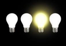 Reihe der Glühlampen mit einer unterschiedlich Stockfotografie