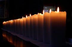 Reihe der Kerzen Lizenzfreie Stockfotografie