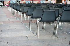 Reihe der leeren Sitze Stockfotos