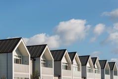 Reihe der neuen Häuser Lizenzfreie Stockfotos