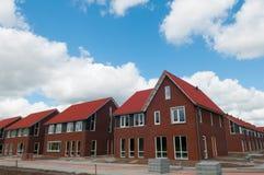 Reihe der neuen Häuser im Vorort Stockbild