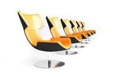 Reihe der orange Stühle Stockfoto