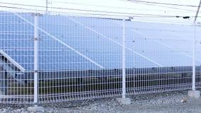 Reihe der Sonnenkollektoren stock footage